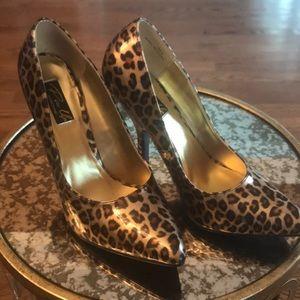 Pin Up leopard heels